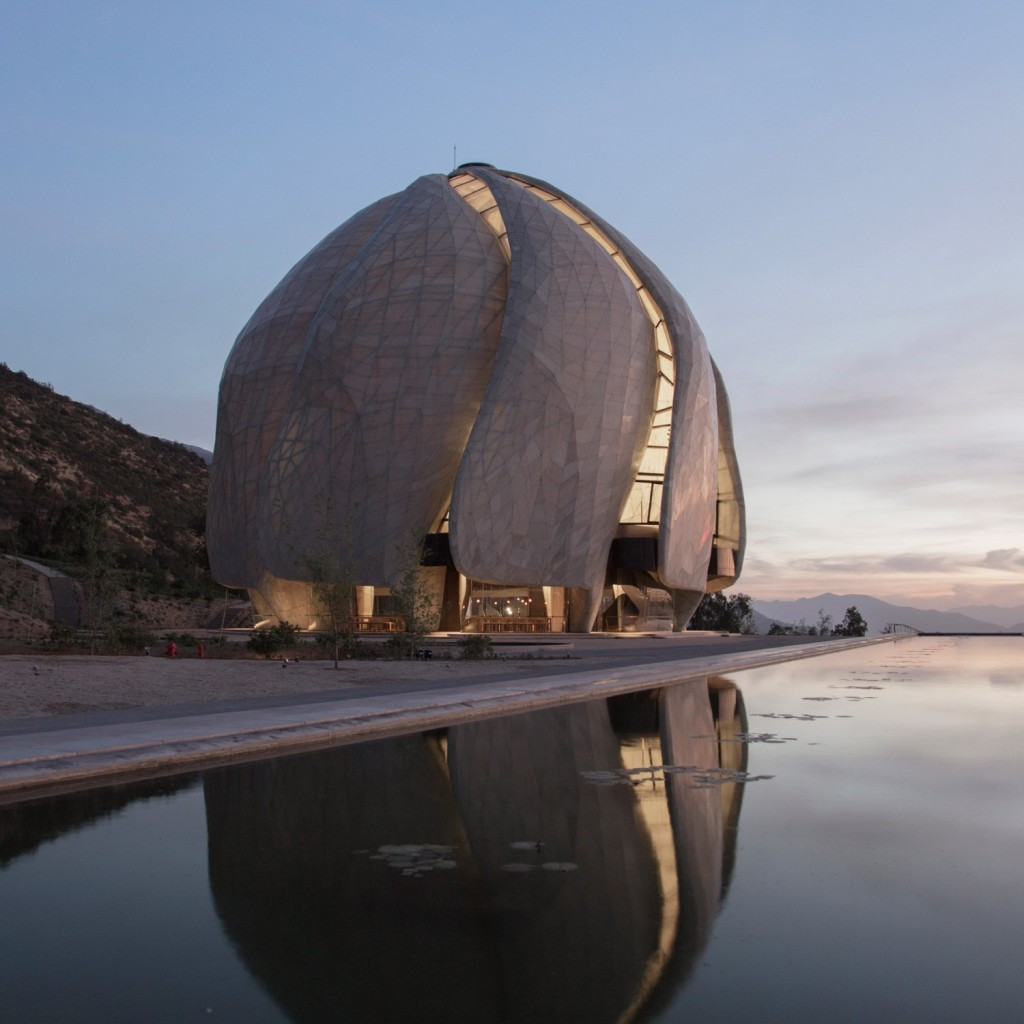 bahai-temple-south-america-steel-glass-torque-hariri-pontarini-architects-santiago-chile-andes-sculpture_dezeen_sq2